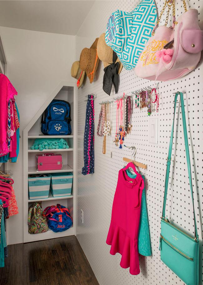 Use Hooks On Any Closet Wall Space To Hang Purses, Jackets, And  Accessories. Photo By U0027HGTVu0027.