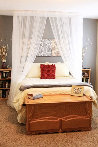 Romantic diy canopies on a budget the budget decorator for Canopy over bed