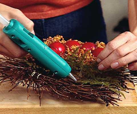 Diy wreath glue gun