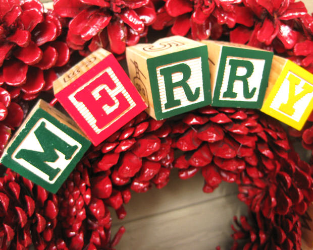Last Minute Holiday Decorating On A Budget! • The Budget