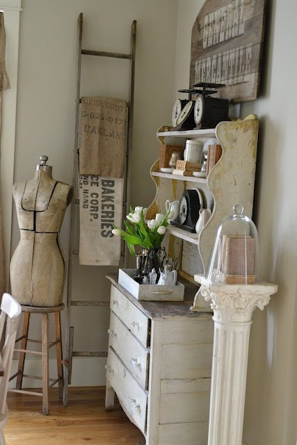 30 Ways To Create A Trendy Industrial Dining Room: Flea Market Decor • The Budget Decorator