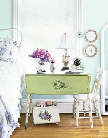 Bedroom-table-HTOURS0605-de