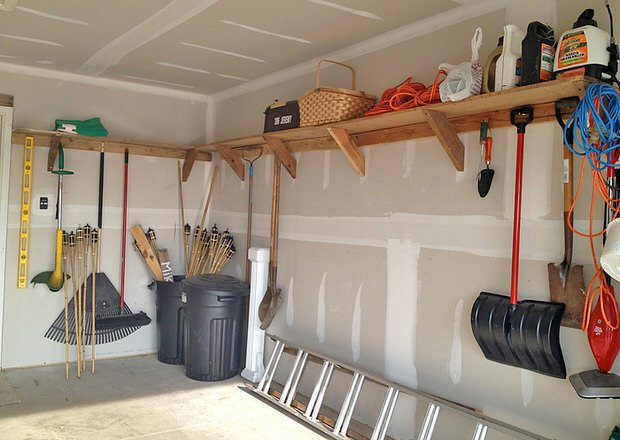 Garage storage on a budget the budget decorator for Budget pour construction garage