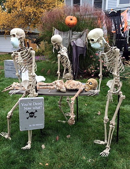 How to make a diy halloween graveyard the budget decorator want to know how to pose skeletons into these scenes go check out the diy skeleton lawn decor from helpful homemade love this gravedigger solutioingenieria Image collections