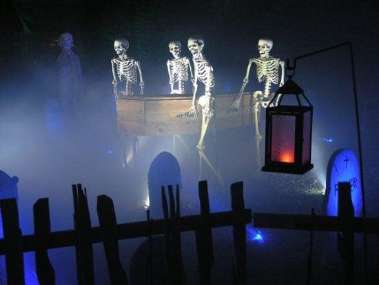 How to Make a DIY Halloween Graveyard!