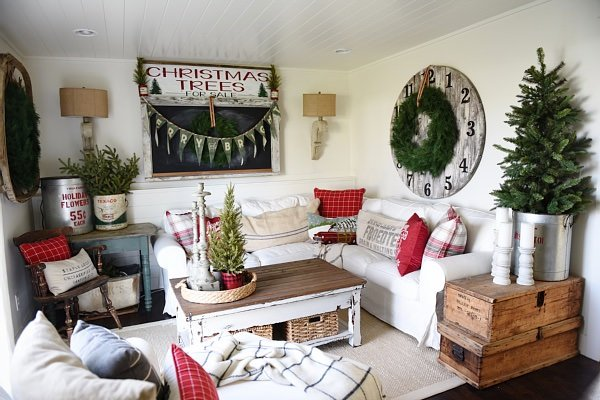Top DIY Rustic Christmas Decorating Ideas • The Budget Decorator