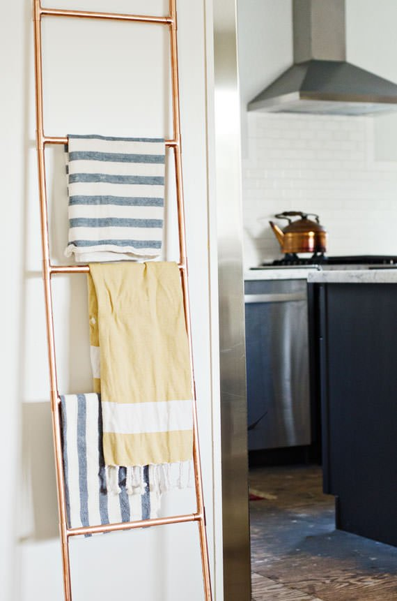 Ok So You Know We Love Projects That Embrace Nature Just Do This Diy Branch Towel Bar Is Such A Conversation Piece But Not In Why There Tree