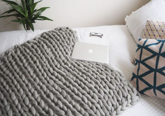 Easy DIY Chunky Throw Blankets