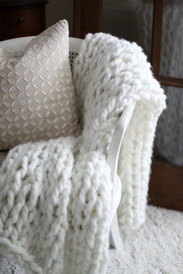 Arm Knitting Blanket For Beginners : Easy diy chunky throw blankets the budget decorator