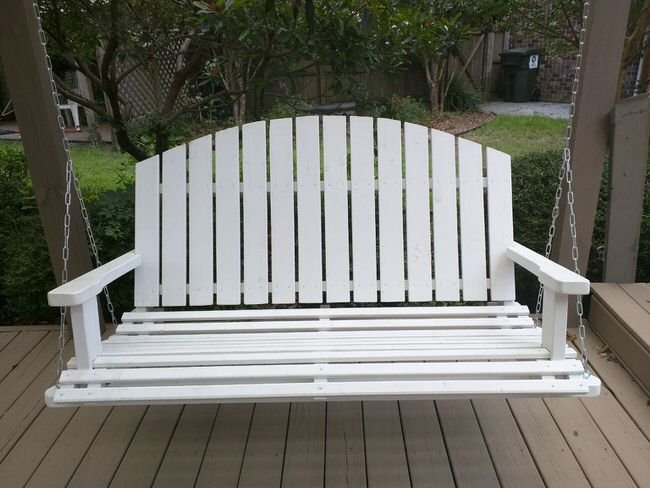 Diy front porch swing projects the budget decorator for Diy porch swing