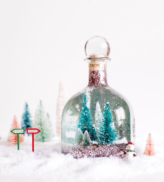 the liz marie blog created these diy snow globe jars for some kitchen holiday fun and they look so dreamy loving on the retro cars in the snow